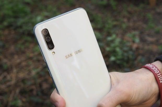 Samsung Galaxy A50 dostává aktualizaci, která může zachránit život telefonu i vám