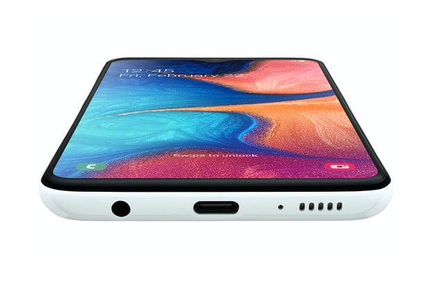 T-Mobile nabízí speciální slevu na Samsung Galaxy A20e. Pořídit lze už za 1 Kč