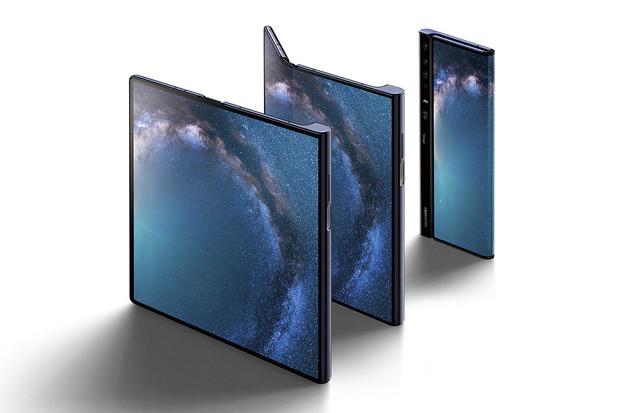 Rozbalení prvních ohebných Huawei Mate X ukazuje drobnou změnu designu