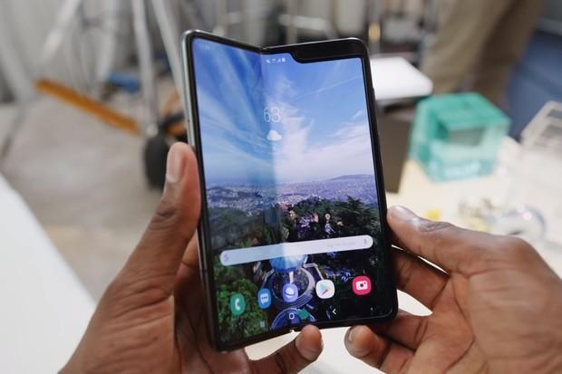 Samsung Galaxy Fold v prvních zahraničních dojmech