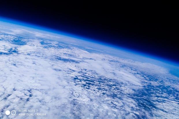 Redmi Note 7 vyfotilo Zemi z výšky 31 kilometrů v -58 °C. Uhádnete, jak dopadlo?