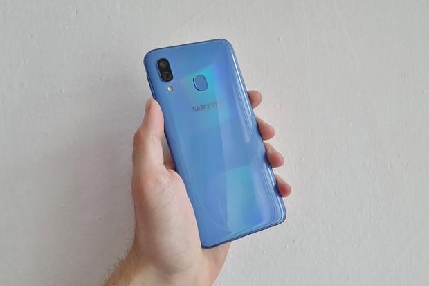 Příjemně kompaktní. Takový je Samsung Galaxy A40, který právě testujeme