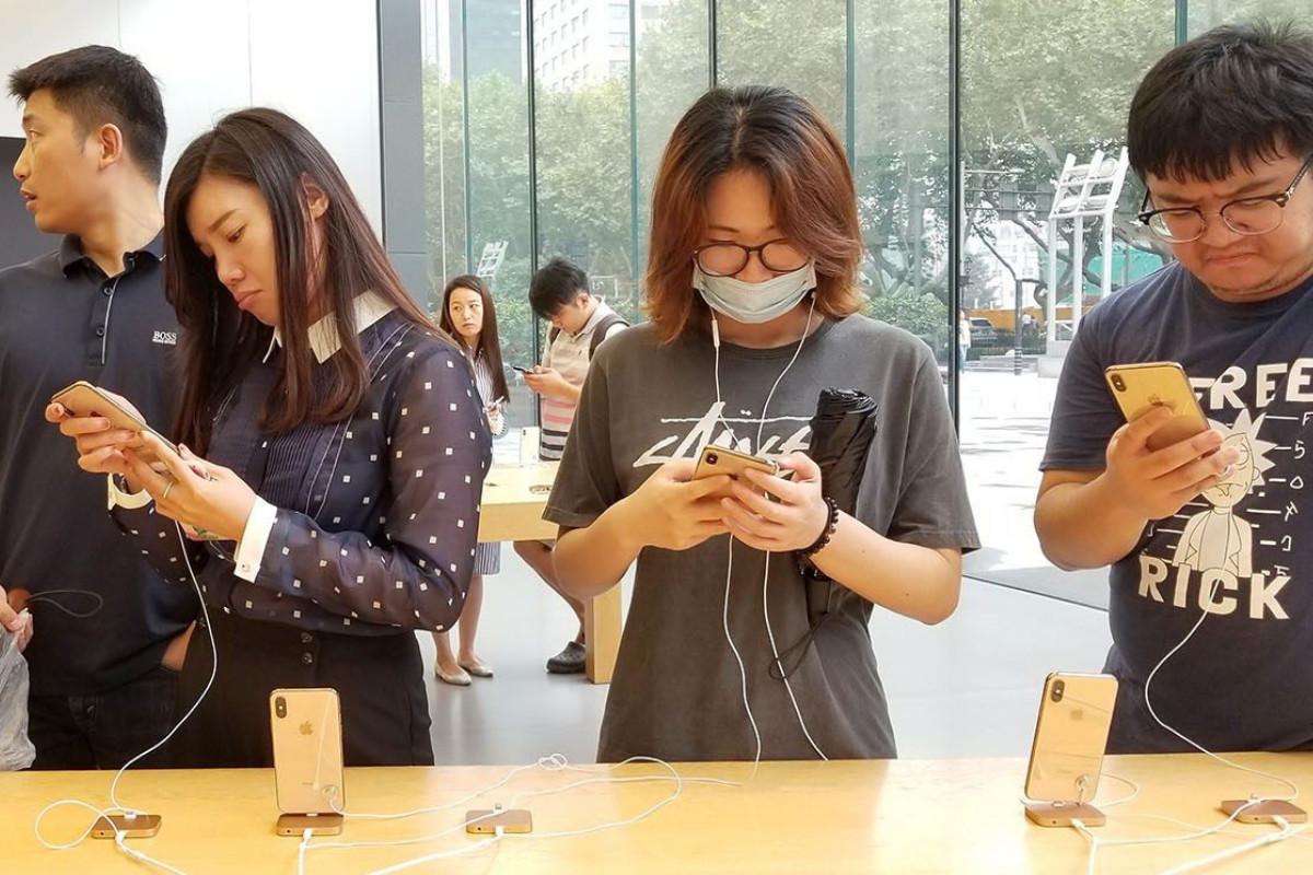Kauza Huawei v Číně vyvolala vlnu národního cítění. Používat iPhone je faux pas