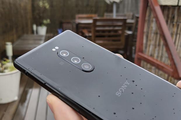 Fotograficky všestranný telefon? Sony možná chystá Xperii s 8 fotoaparáty