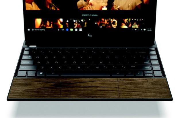 Nové notebooky HP používají skutečné dřevo jako materiál pro opěrku