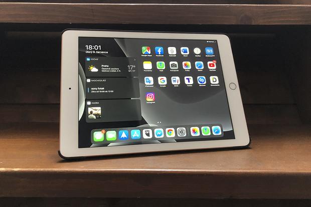 Daří se zejména iPadům. Tablety od Huawei a Samsungu ztrácí
