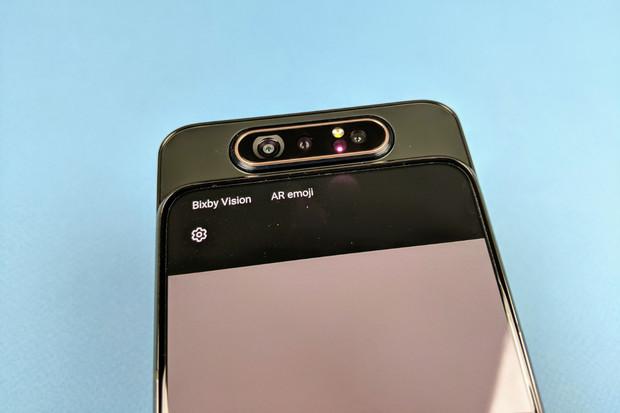 Poslední aktualizace Samsungu Galaxy A80 nově přidává autofokus i do selfie režimu
