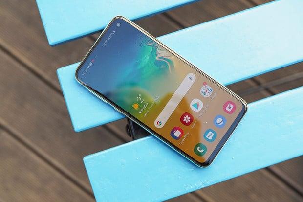 Na Samsung Galaxy S10 a Note10 dorazila nadstavba One UI 2.1. Co přináší?