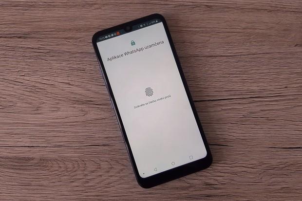 Stejný WhatsApp účet budeme možná brzy moci používat na více zařízeních