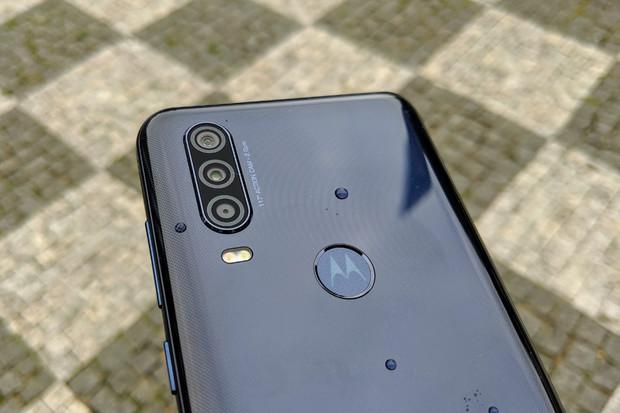 První dojmy: zatopí dnes představená Motorola One Action outdoorovým kamerám?