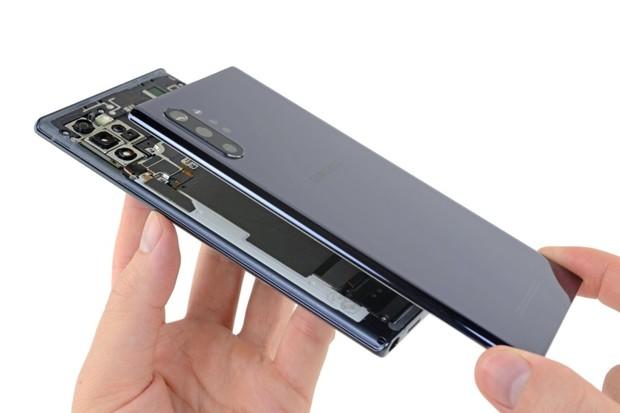 Samsung Galaxy Note10+ je složitý, každá oprava znamená kompletní rozebrání