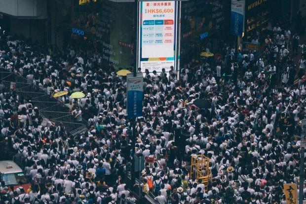 Protesty v Hongkongu ukazují, že smartphony nepotřebují internet pro komunikaci