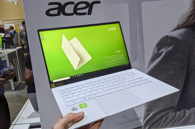 """Aktualizovaný Acer Swift 5 zůstává nejlehčím 14"""" notebookem na světě"""