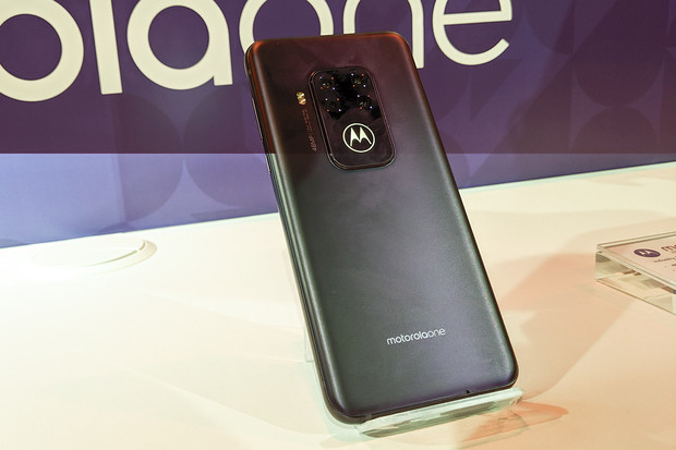 Motorola One Zoom si vás získá fotoaparáty i příjemnou cenou
