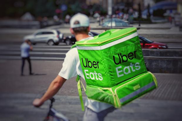 Uber Eats slaví 1 miliardu objednávek doručených strávníkům po celém světě