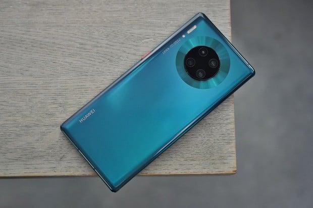 Huawei Mate 30 Pro se začal prodávat v Evropě. Má to však háček