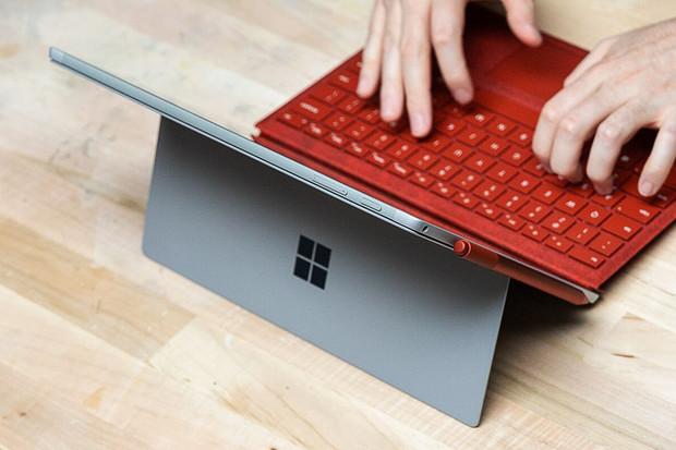 Surface Pro 7 od Microsoftu obdržel USB-C konektor i lákavou cenovku