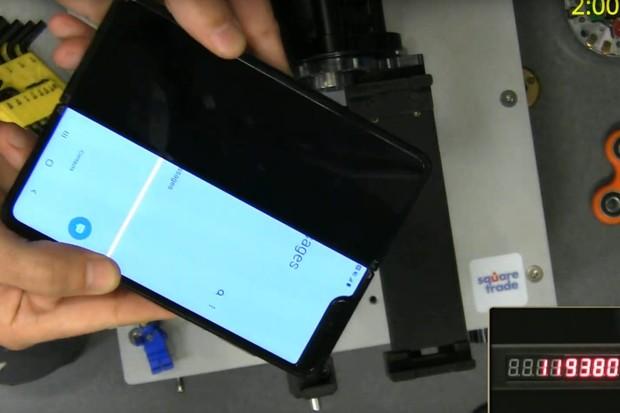 Sledujte nezávislý test výdrže konstrukce Galaxy Fold v přímém přenosu