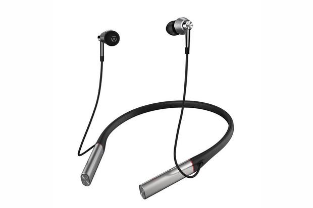 Soutěžte o sluchátka 1More Triple Driver Bluetooth In-ear Headphones