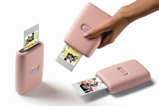 Fujifilm instax mini Link je kapesní tiskárna pro smartphony a míří do ČR