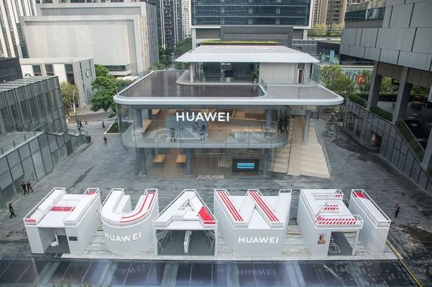 Huawei otevřel v Shenzhenu první vlajkový obchod na 1 300 m²