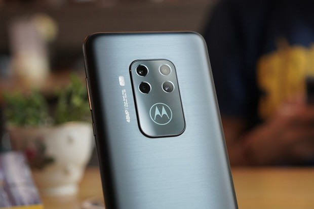 Android 10 pro Motoroly Moto Z4 a One Zoom již klepe na dveře
