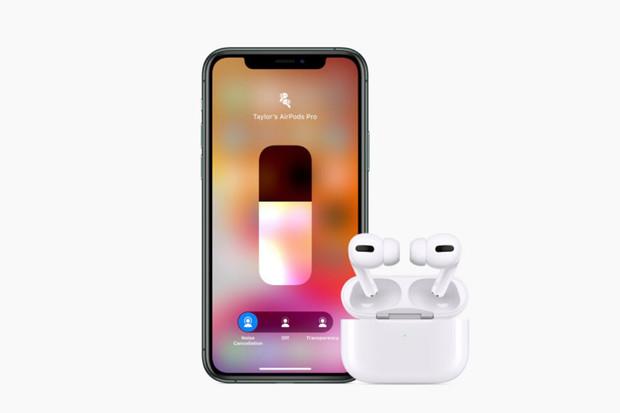 Apple AirPods Pro získávají aktualizaci. Přinese nově oznámené funkce?