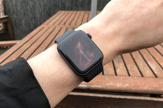 Apple Watch se za rok 2019 prodalo více než všech švýcarských hodinek dohromady