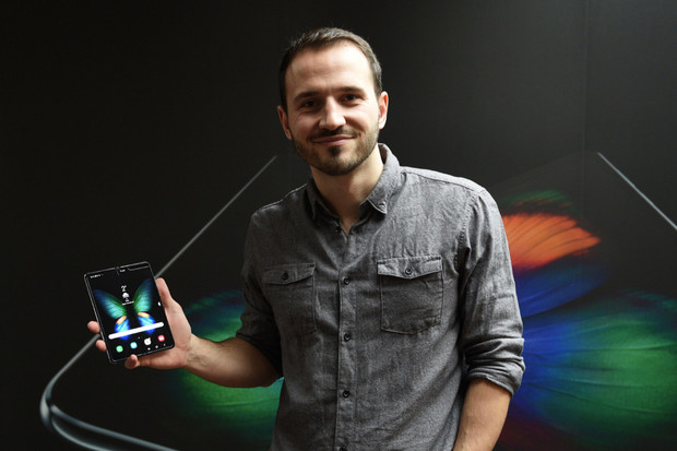 Vstupujeme do doby ohebné aneb Samsung Galaxy Fold naživo v redakci mobilenet.cz