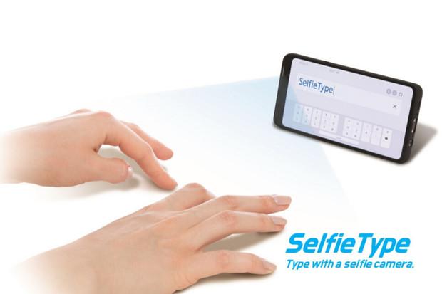 Samsung na CESu odhalí virtuální klávesnici SelfieType. O co přesně půjde?