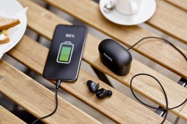 Opravdu bezdrátová sluchátka Philips SHB2515 nabídnou až 100 hodin poslechu