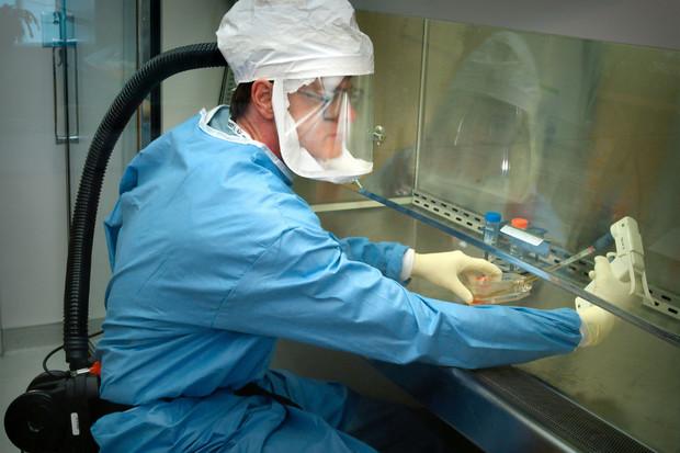 Čínští výrobci smartphonů se zapojili do boje sezákeřným koronavirem