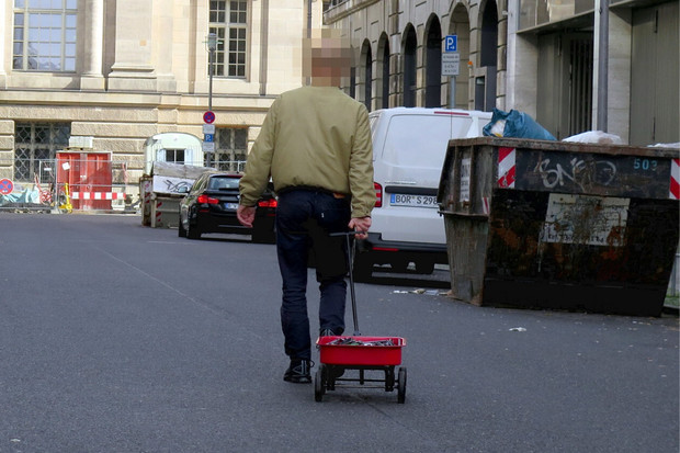 """Dětský vozík s 99 telefony. Podívejte se, jak snadno lze """"hacknout"""" Google Mapy"""