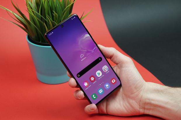 Samsung Galaxy S10 Lite není obyčejný derivát vlajkové lodi. Jaké jsou první dojmy?