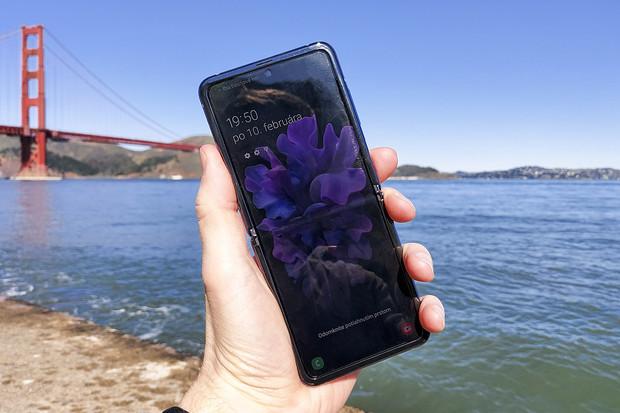 Samsung by zvládl ohnout displej víckrát. Prozatím to ale nemá smysl