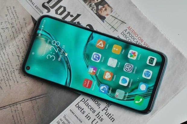 Pomůže mu nová barva? Huawei P40 Lite si nově pořídíte také v šedém odstínu