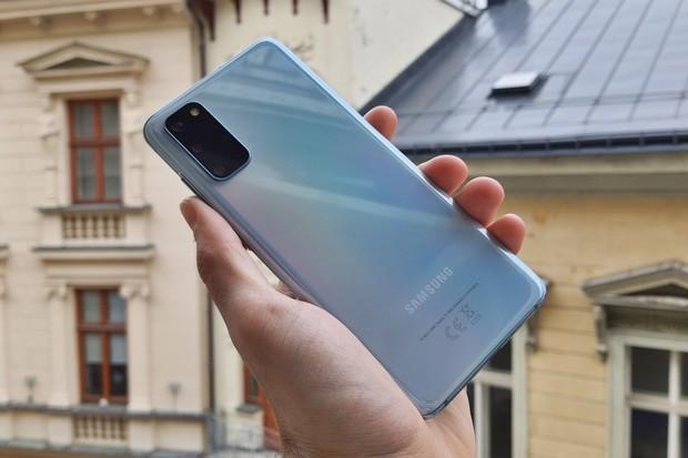 Modrý Samsung Galaxy S20 v redakci. Co vás o něm zajímá?