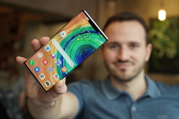 Huawei přišel s inovativním způsobem, jak opravit poškrábané sklo