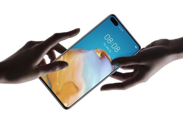 Huawei P40 je zlatou střední cestou k OLED displeji, 5G a 3 fotoaparátům