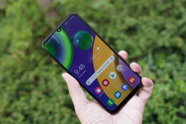 Samsung připravuje telefon s monstrózní kapacitou baterie