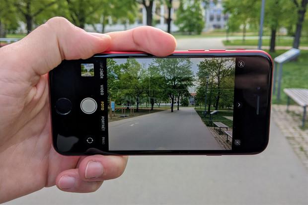Porovnali jsme, jak fotí nový iPhone SE oproti Pixelu 4 XL. Výsledek posuďte sami