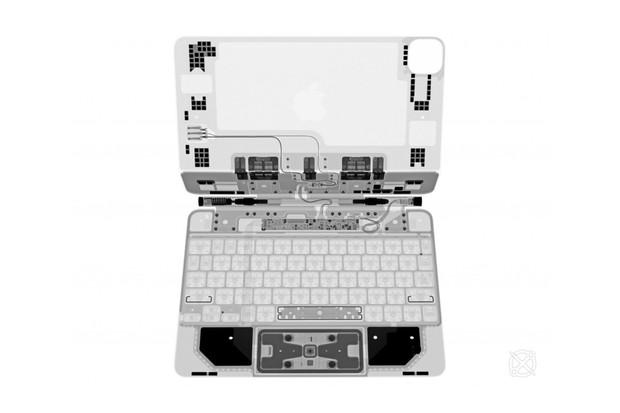 iFixit ukazuje rentgenový snímek astronomicky drahé klávesnice Magic Keyboard