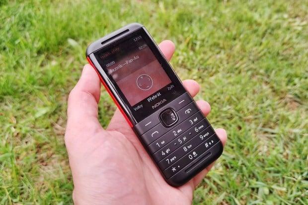 Černo-červená Nokia 5310 se stereo repráky dorazila na test