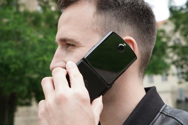 """Vylepšená """"žiletka"""" Motorola Razr s podporou 5G bude představena již 9. září"""