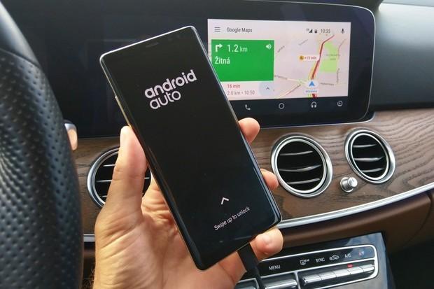 """Google Mapy nabídnou """"auto režim"""" podobný Android Auto"""