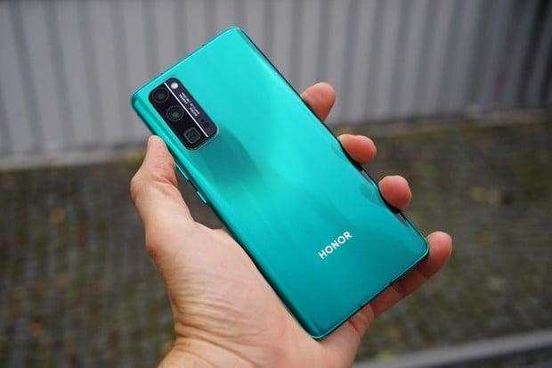 Oficiálně: Huawei prodává značku Honor