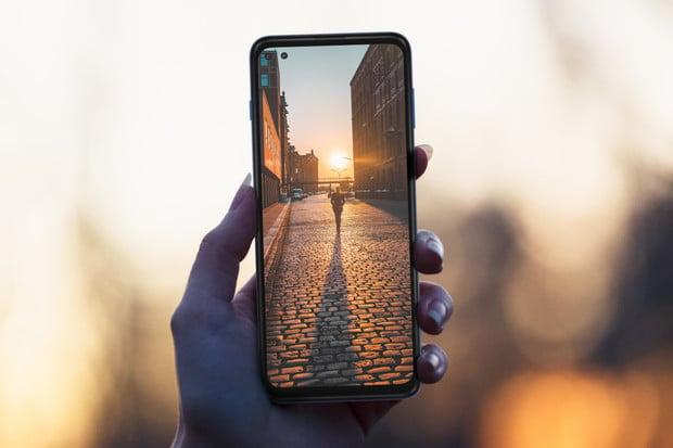 "Motorola Moto G 5G Plus je cenově dostupná novinka s 6,7"" displejem a Snapdragonem 765"