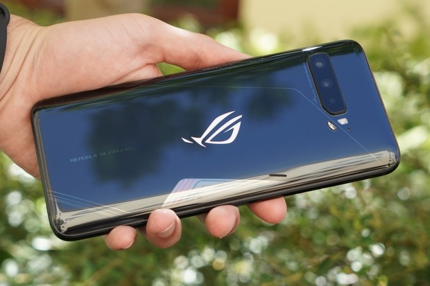 Unboxing a první dojmy z herního ASUSu ROG Phone 3