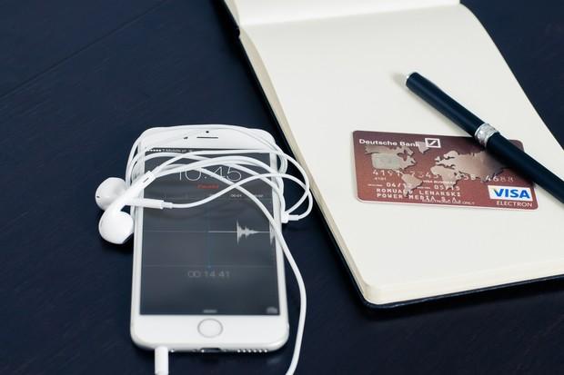 Konec platebních terminálů? Brzy by měl stačit jen iPhone s NFC