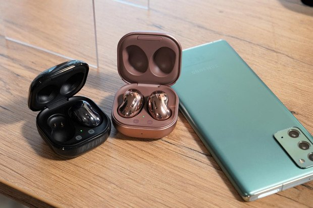 Nablýskaná sluchátka Samsung Galaxy Buds Live naživo! Jaké jsou naše první dojmy?